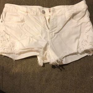 Pants - White denim shorts with embroidery detailing